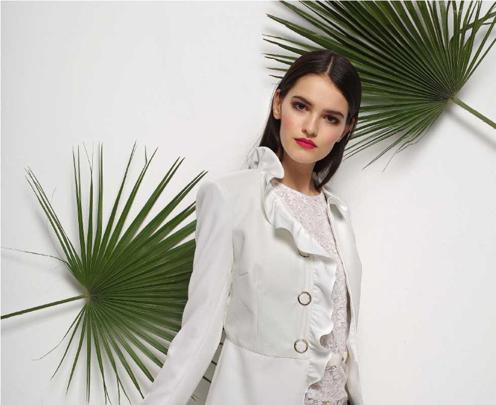 Die neuen Fashion & Trends der aktuellen Saison. Bei Wöhrl finden Sie Mode mit Starken Marken.